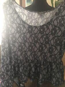 9f0edf8fb83e79 Lily Rose~Black & White lace print ruffle peplum top, Size L | eBay