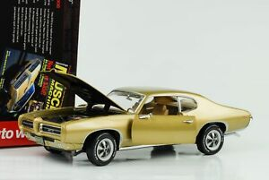 1969-Pontiac-GTO-metalizado-oro-1-18-auto-World-Ertl