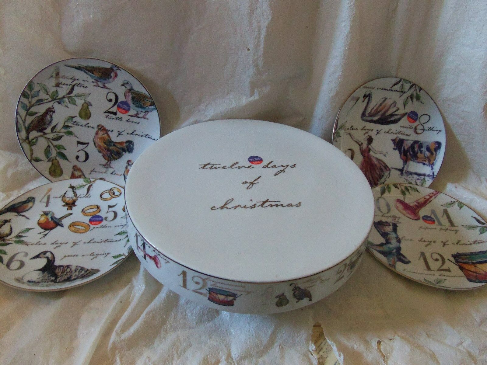Better Homes & Gardens 12 Days Of Christmas Cake plate Stand & 4 Plates