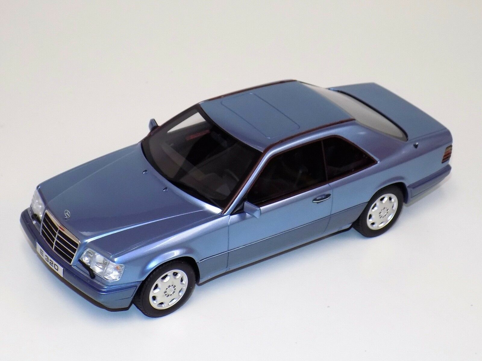 1 18 Otto GT Spirit Mercedes Benz E320 Coupe C124 Body Pearl bluee OT682