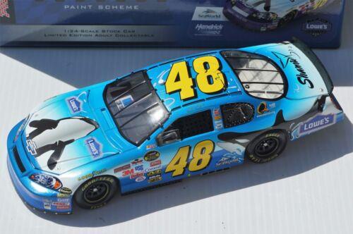 1//24 Jimmie Johnson #48 Lowe/'s SeaWorld 2006 NASCAR Diecast Car Shamu