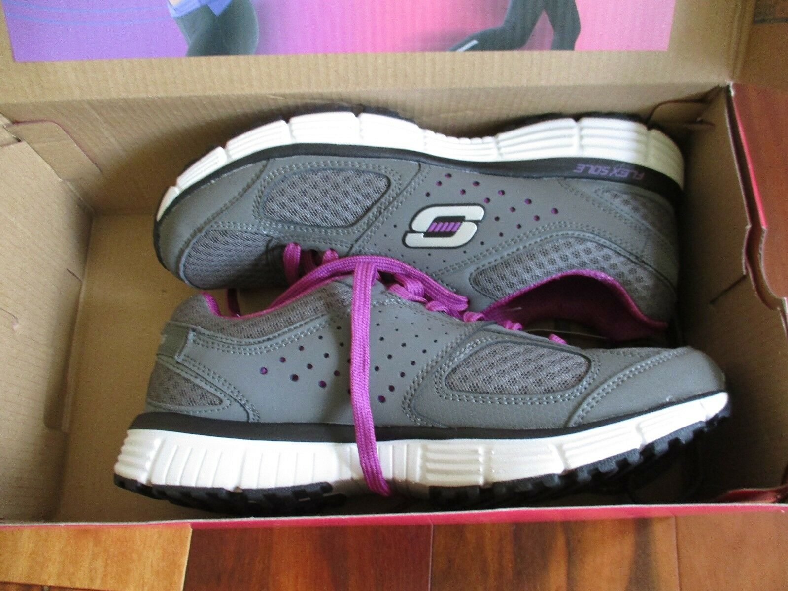 BNIB Skechers Perfect Fit femmes  Light weight running  Chaussures ,  Gris /purple