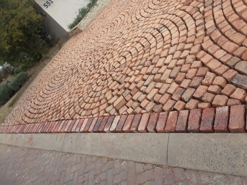 Read Cobble half Brick paving