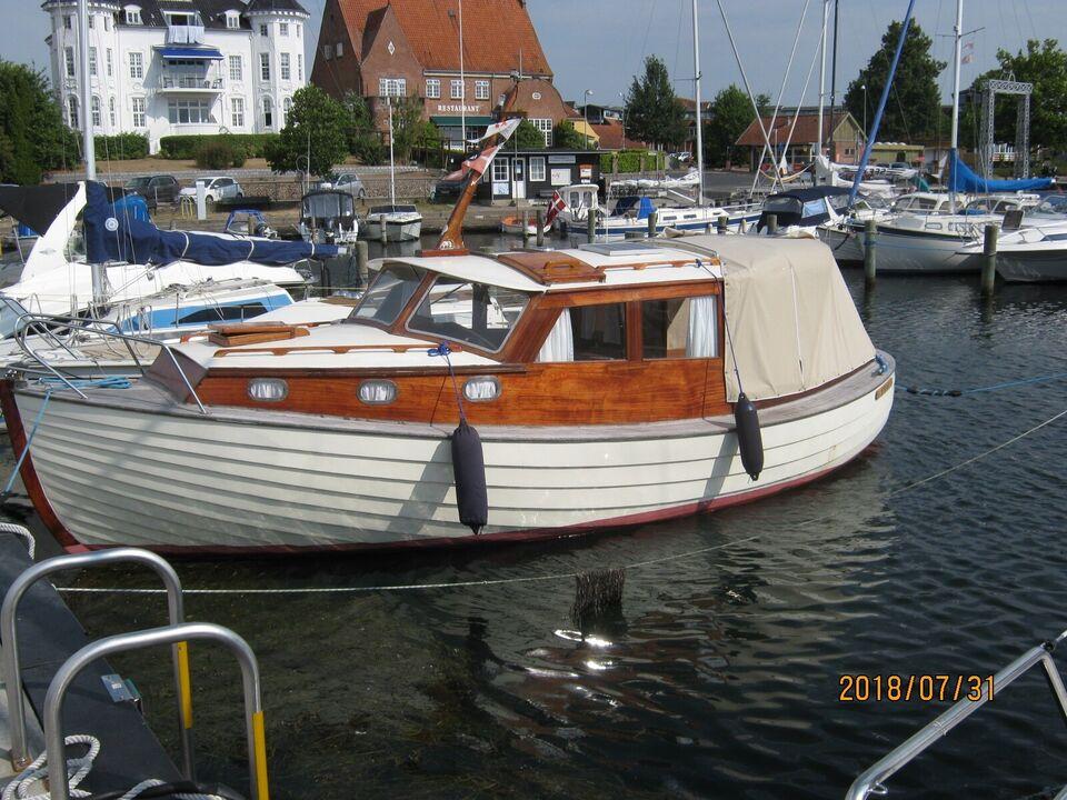 Velsejlende motorbåd fra Dyreborg