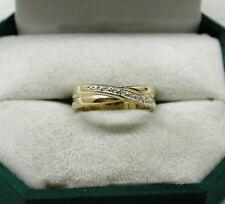De 9 quilates de oro y diamante cruzar Anillo Diseño