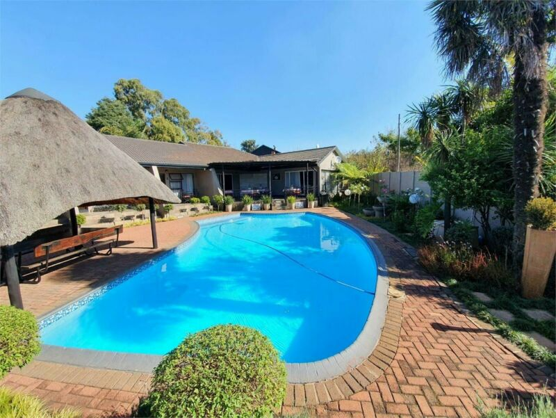 GuestHouse in Clubville For Sale