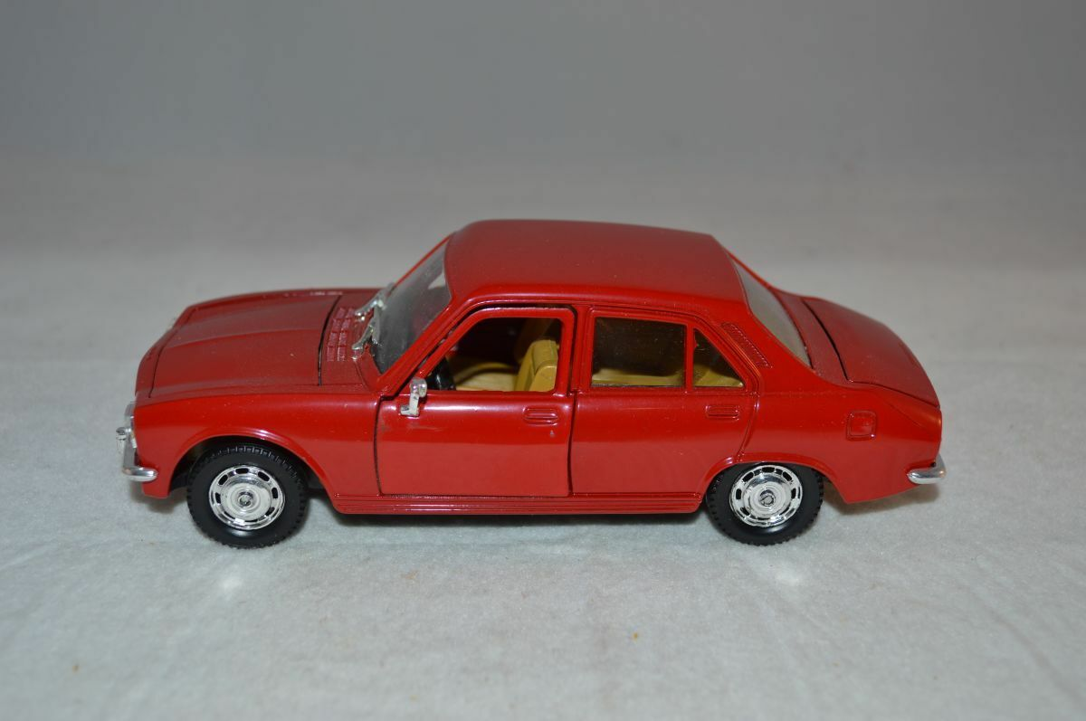 Polistil  S 48 Peugeot 504 GL 1:26  rosso perfect mint super model - RARE