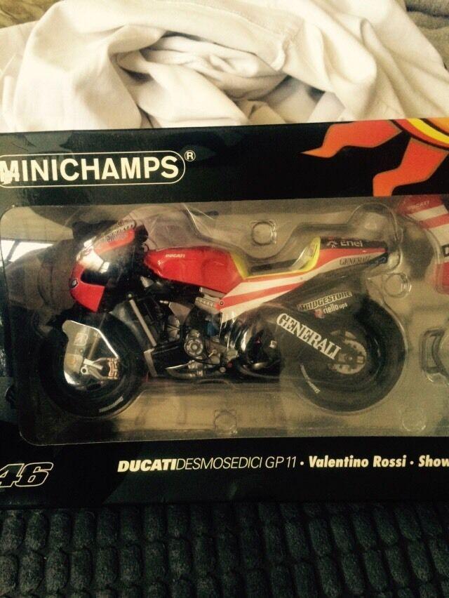 Minichamps Ducati Desmosediti GP11 mostrarebike 2011 - V Rossi 1 12 Scala