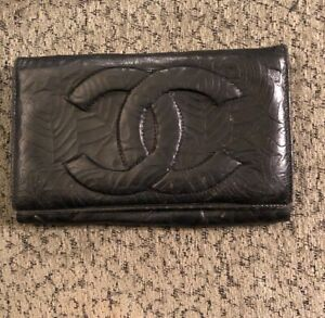 Authentic Chanel Lambskin Bifold Wallet Coco Mark Leather