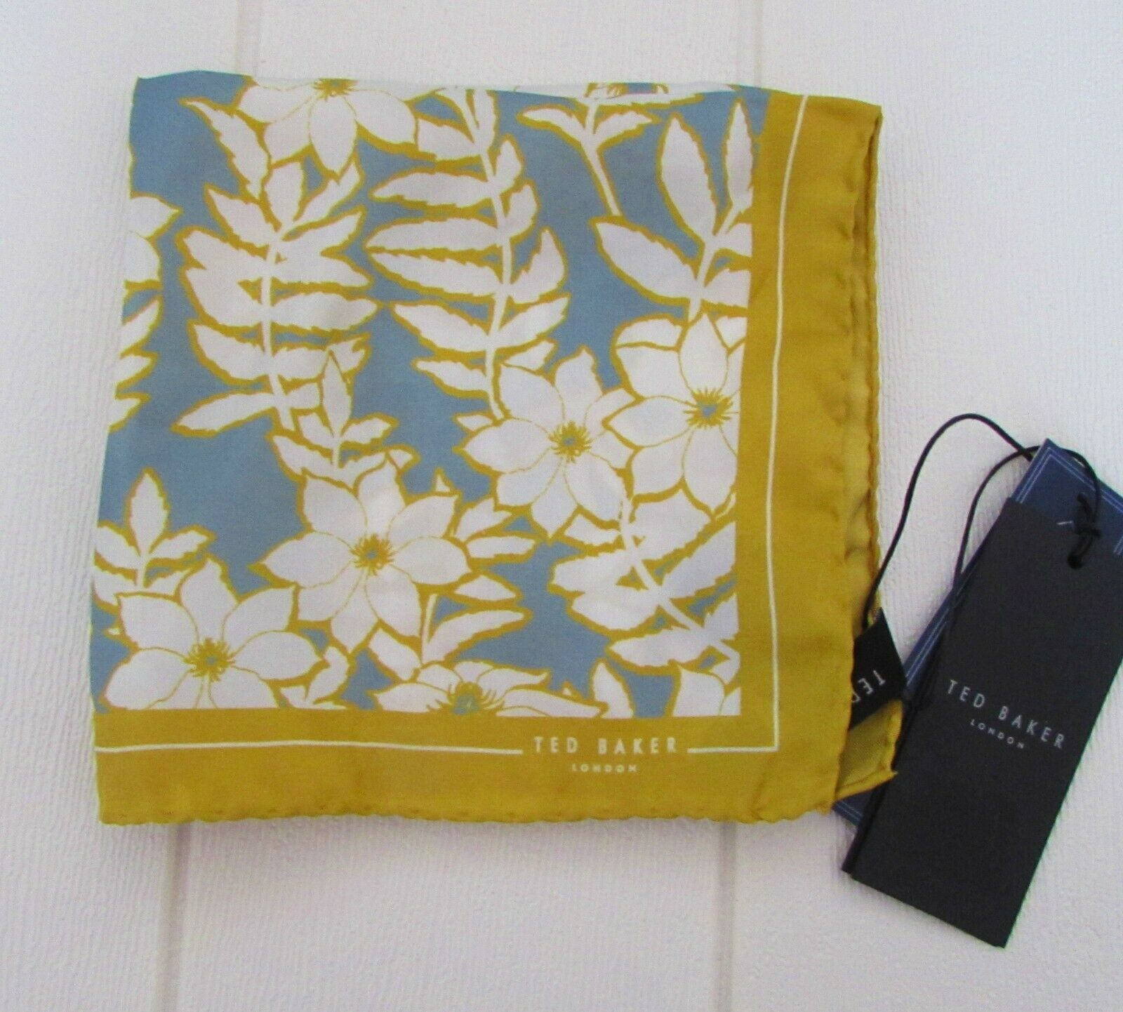 BNWT TED BAKER Green Blue Yellow 100% Silk REALHOP Floral Pattern Pocket Square