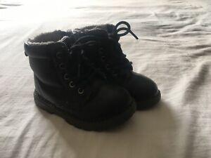 Boys H\u0026M Black Boots With Grey Fur Size