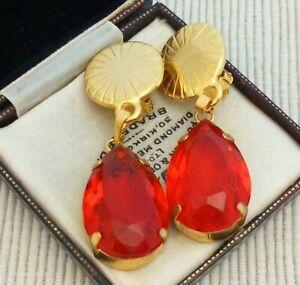 Vintage-1970s-Very-Large-Statement-Teardrop-Goldtone-Clip-on-Earrings-Red