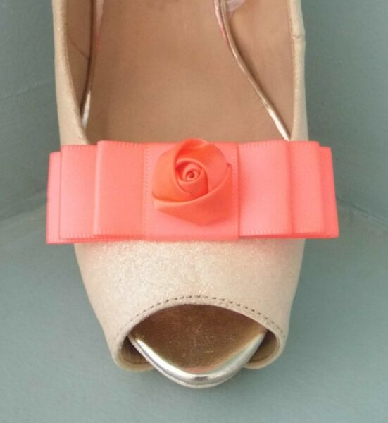 2 Clip Donna Fiocco Per Scarpe Con Centro Fiore Di Raso Completa In Specifiche
