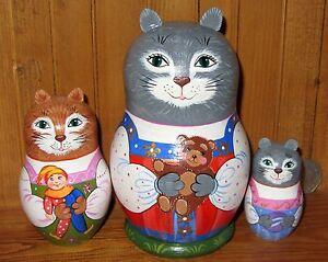 Nesting-Russian-Dolls-Matryoshka-Babushka-3-Cat-Kitten-Girls-on-Sarafan-TOYS