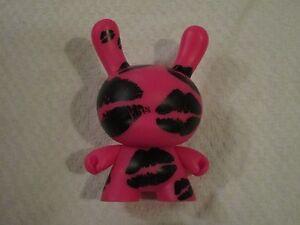 Kidrobot Dunny Baroness Greed Figure en Vinyle Rose