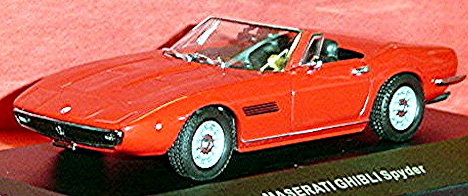 MASERATI GHIBLI RAGNO 1969 red red 1 43 Ixo