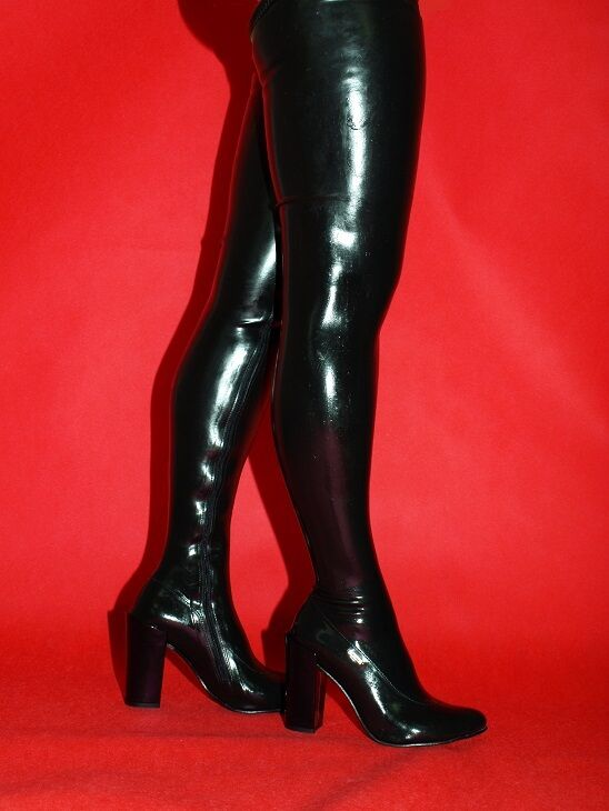 PROMOTION    LATEX RUBBER FETISH BOOTS SIZE 4-12- HEELS 4,5