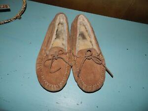 cba9bf86d63 Details about UGG Australia Dakota 5296 Youth Big Kids Girls Size 3  Mocassin Slippers