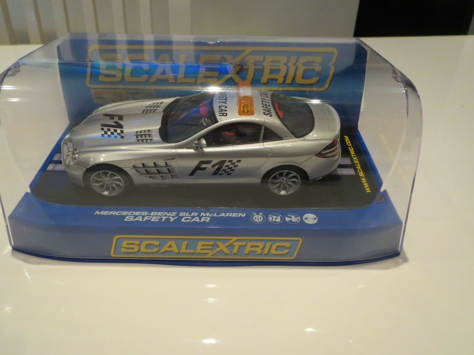 Scalextric Box 1 32 scale car - C2756 Mercedes-Benz SLR McLaren. F1 Safety car