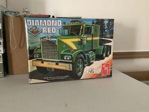 1/25.  DIAMOND REO SEMI TRUCK.  NEW/SEALED. AMT