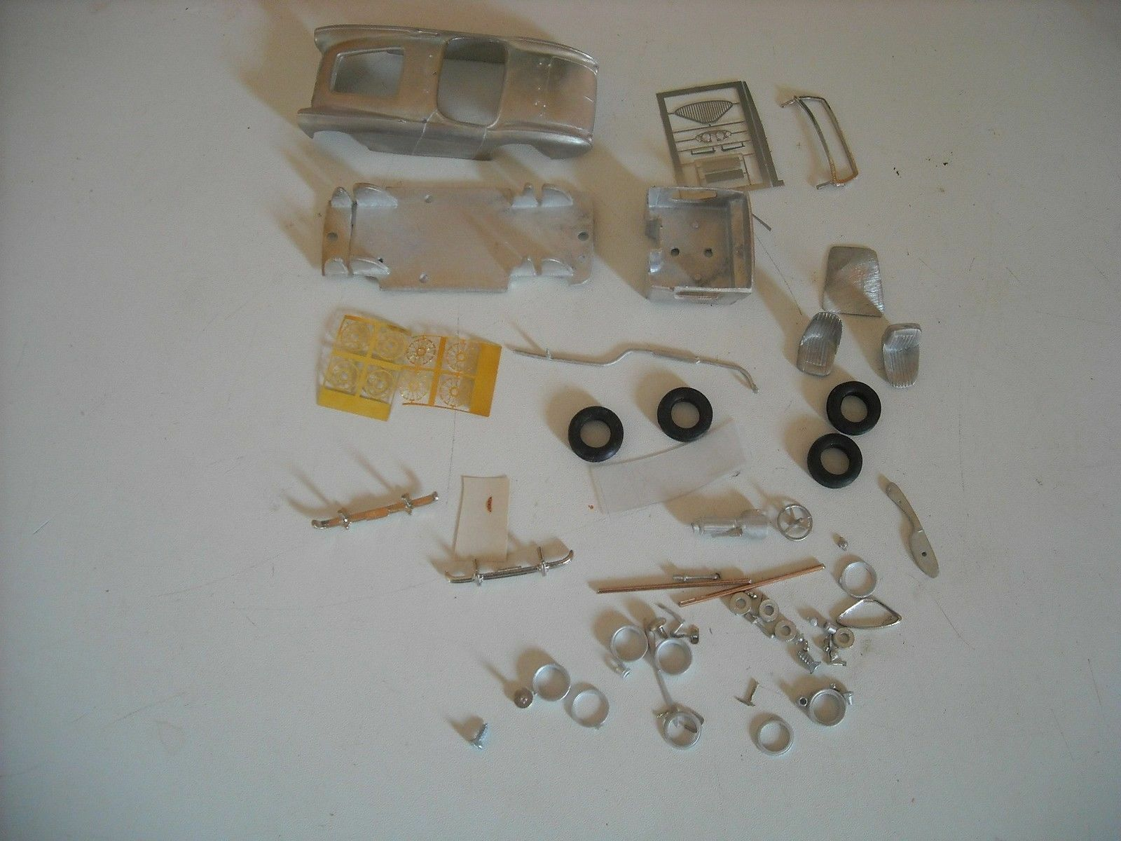 Austin Healey 100 4 BN1 BN2 100M in 1 43rd scale kit by K & R Replicas