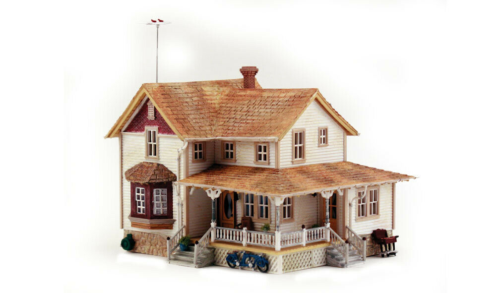New Woodland HO Structure Built-&-Ready Corner Porch House BR5046