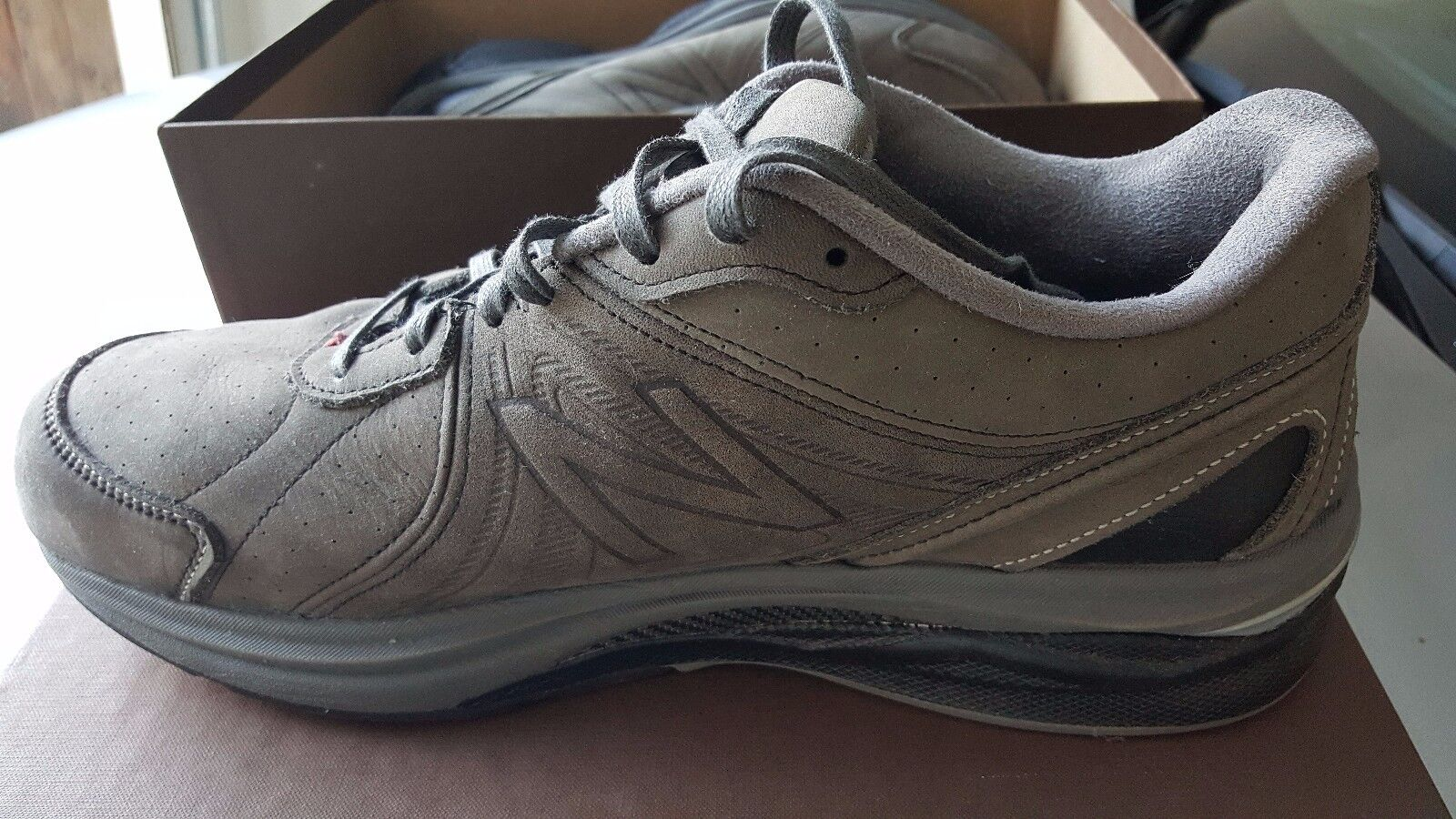 New Balance Mens Tennis Shoes.  Running Course  Size 13 D.   Barely Used