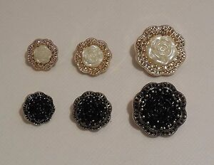 Flower-effect-Rose-buttons-black-white-28mm-18mm-15mm-By-per-button