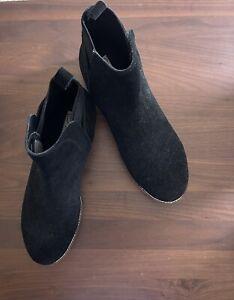 8M Blondo Waterproof Perla Black Suede Leather Chelsea Ankle Bootie Boot Pull on