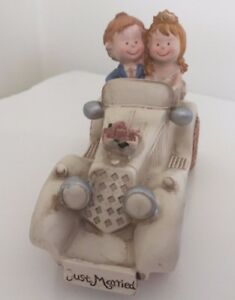 Bride-And-Groom-In-A-Cream-Ivory-Vintage-Car-Wedding-Cake-Topper-Decoration