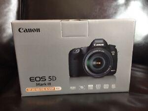 Canon EOS 5D Mark III avec Objectif EF 24-105mm f/4L IS USM GARANTIE 2 ans - France - État : Neuf: Objet neuf et intact, n'ayant jamais servi, non ouvert, vendu dans son emballage d'origine (lorsqu'il y en a un). L'emballage doit tre le mme que celui de l'objet vendu en magasin, sauf si l'objet a été emballé par le fabricant d - France