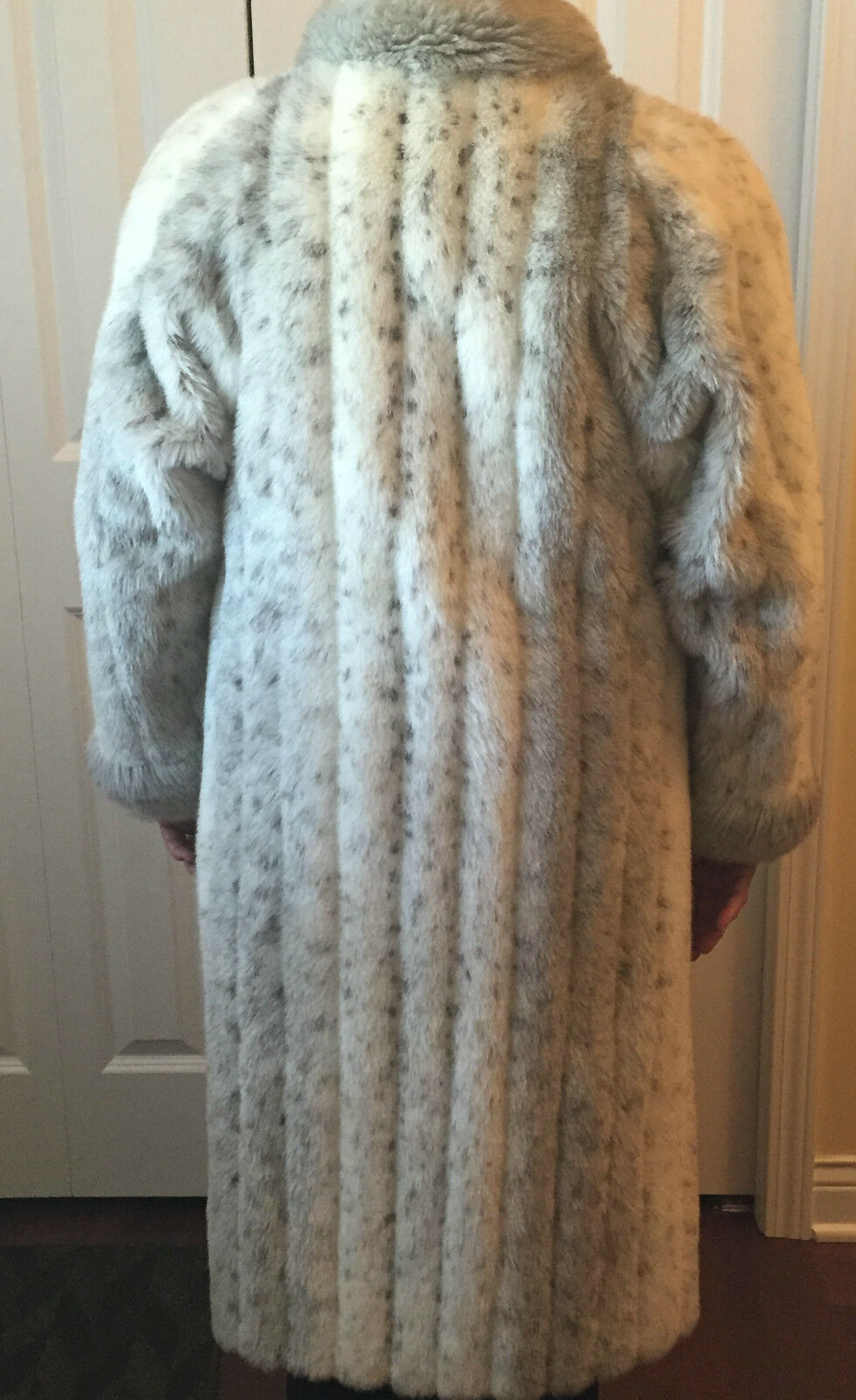 Vintage Winter Coat - Spotted Faux Fur Fur Fur reverses to Raincoat Sz M  Made in USA  8208a6