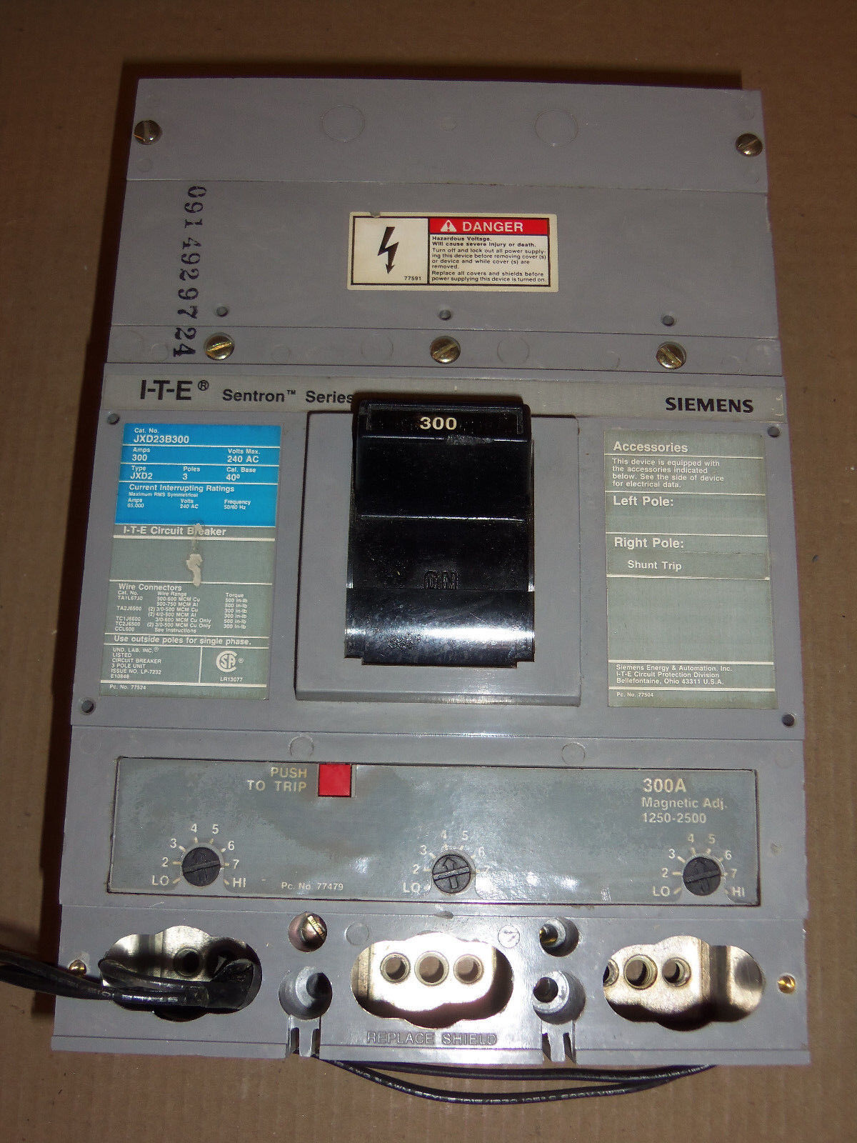 ITE Siemens JXD2 3 pole 300 amp 240v JXD23B300 With SHUNT Circuit Breaker JXD