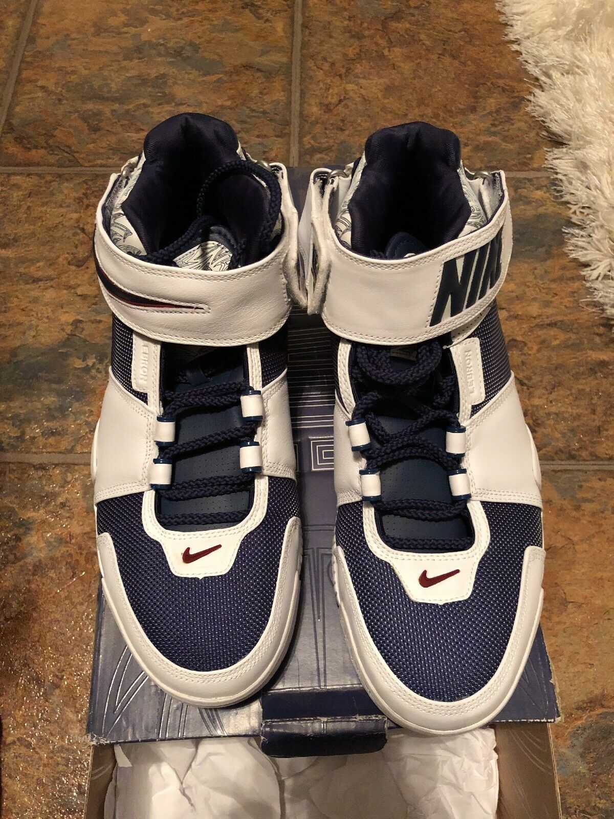 Lebron Zoom 2 Mens Size 11.0 Deadstock and RARE. 100% Authentic