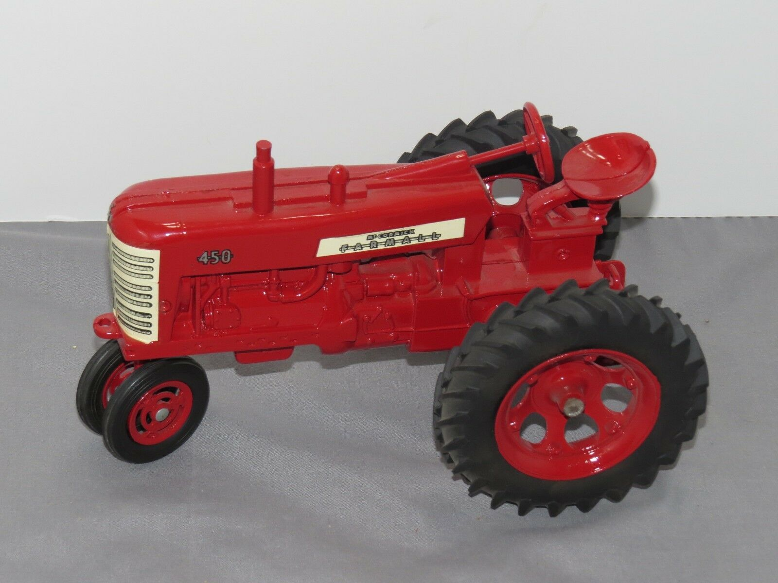 Vintage Vintage Vintage International Harvester IH Farmall Tractor 450 Ertl 1 16 Toy 1957 red st 872cf5