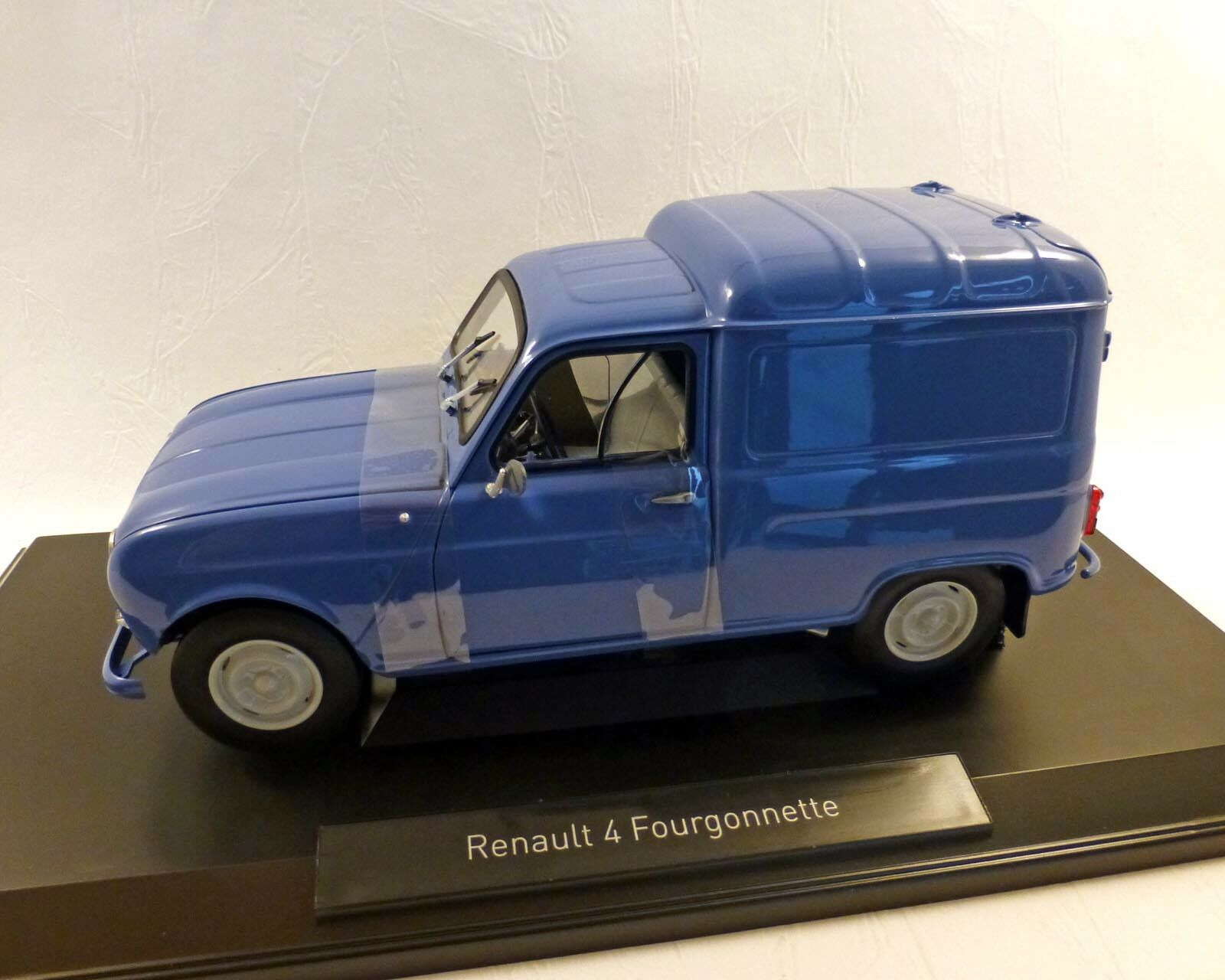 RENAULT 4  FOURGONNETTE  bleu, 1 18 - NOREV