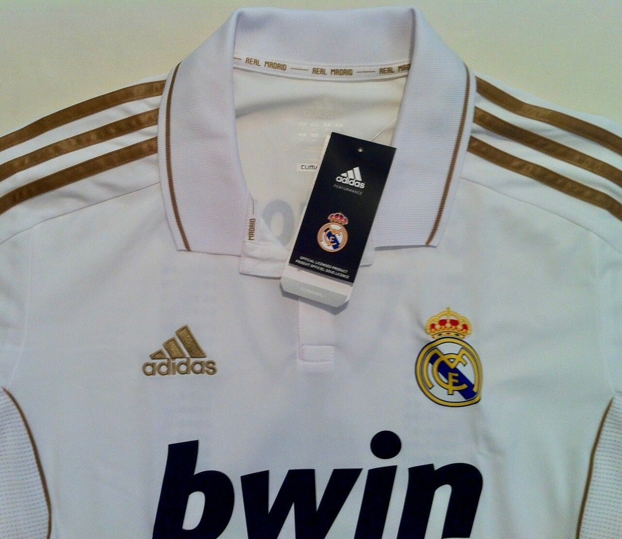 Camiseta conmemorativa del Real Madrid como campeón campeón campeón de Liga 2011 2012 (Dimensione M) 097b67