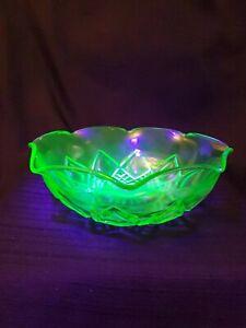 Vintage-Hazel-Atlas-Diamond-Arches-Green-Depression-Uranium-Glass-8-75-034-Bowl