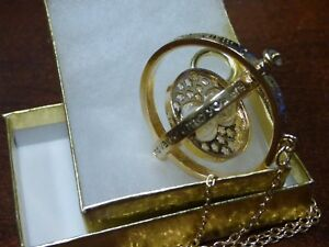 Harry-Potter-Gold-Time-Turner-Hermione-Granger-Rotating-Hourglass-Necklace-NICE