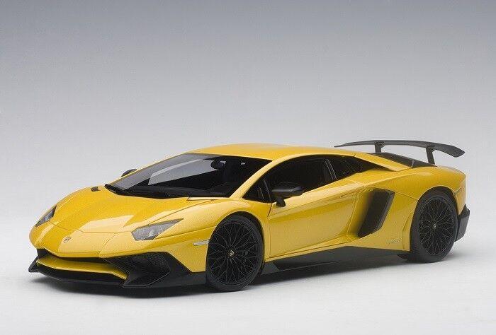 Autoart 74558 - 1/18 LAMBORGHINI AVENTADOR lp750-4 SV  2015  - METALLIC giallo