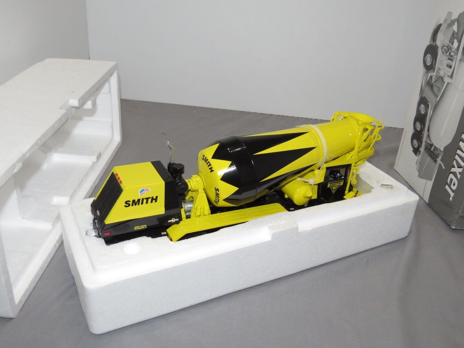 SMITH Oshkosh Cement Mixer MINT NIB 1 34 First Gear Front Discharge Valparaiso I