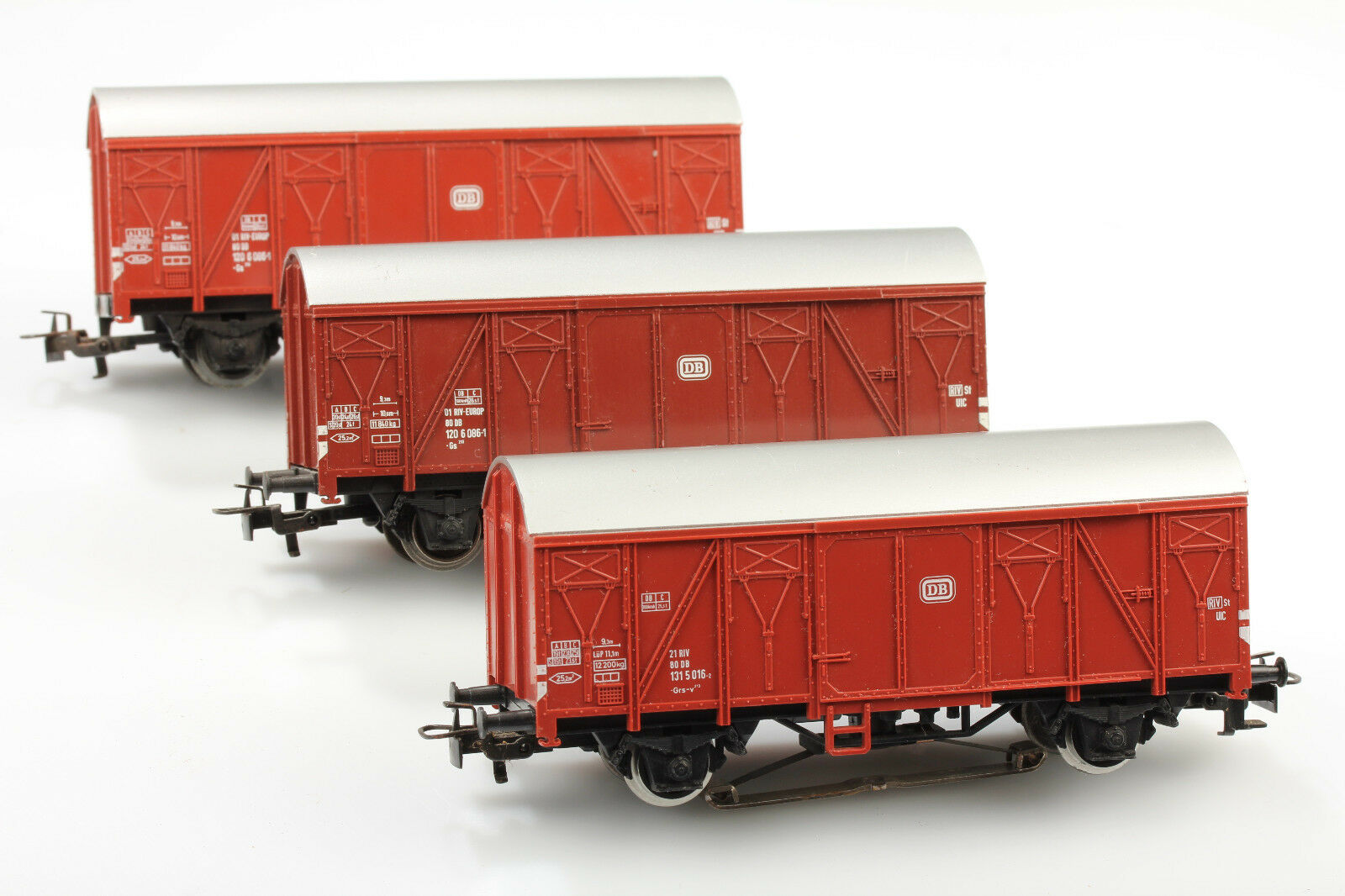 Märklin H0 Set 3 Closed Freight Car - Rear Light Dirt Scratches