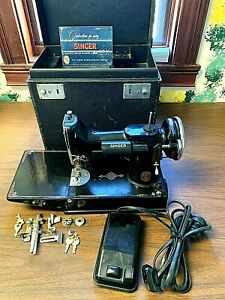 Vintage-Singer-Featherweight-221-Sewing-Machine-1938-w-Case-Foot-Pedal-Manual