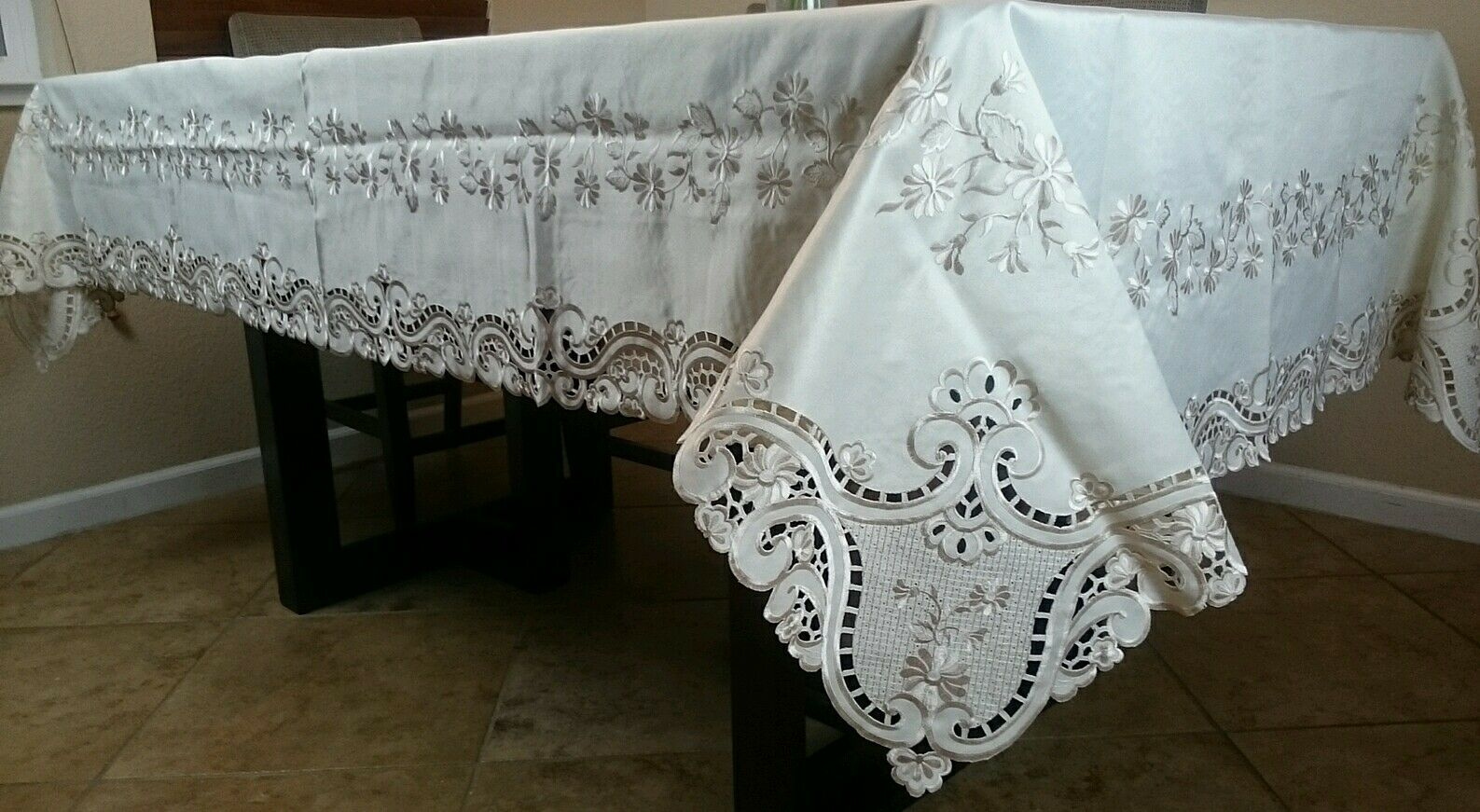 Beige 72x72  Embroidery Floral Cutwork Polyester Embroiderot Tablecloth Napkins