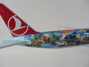 Turkish-Airlines-Istanbul-Boeing-777-300ER-1-200-Herpa-557337-777-300-777
