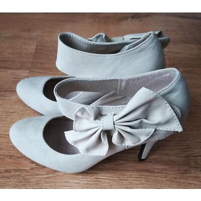 Schuhe Pumps Sandalen Peeptoes Absatzschuhe High Heels Größe 37 beige Schleife
