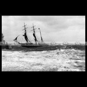 php-03760-Photo-ENTREE-VOILIER-TROIS-MATS-GENOVA-LE-HAVRE-1885-PENDANT-TEMPETE