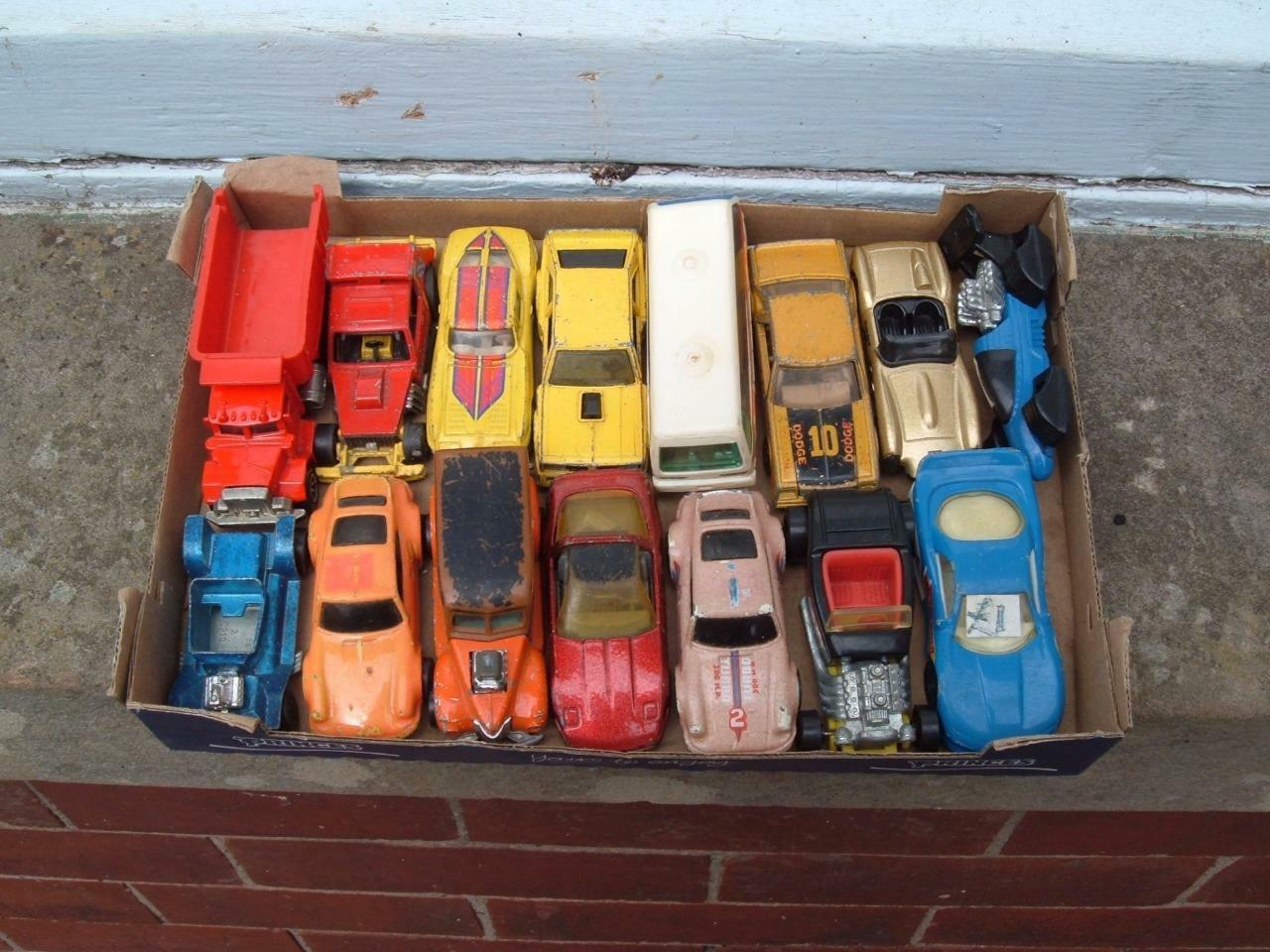 A JOB LOT OF 15 HOT WHEELS CARS ETC IN USED CONDITION VINTAGE C PICS