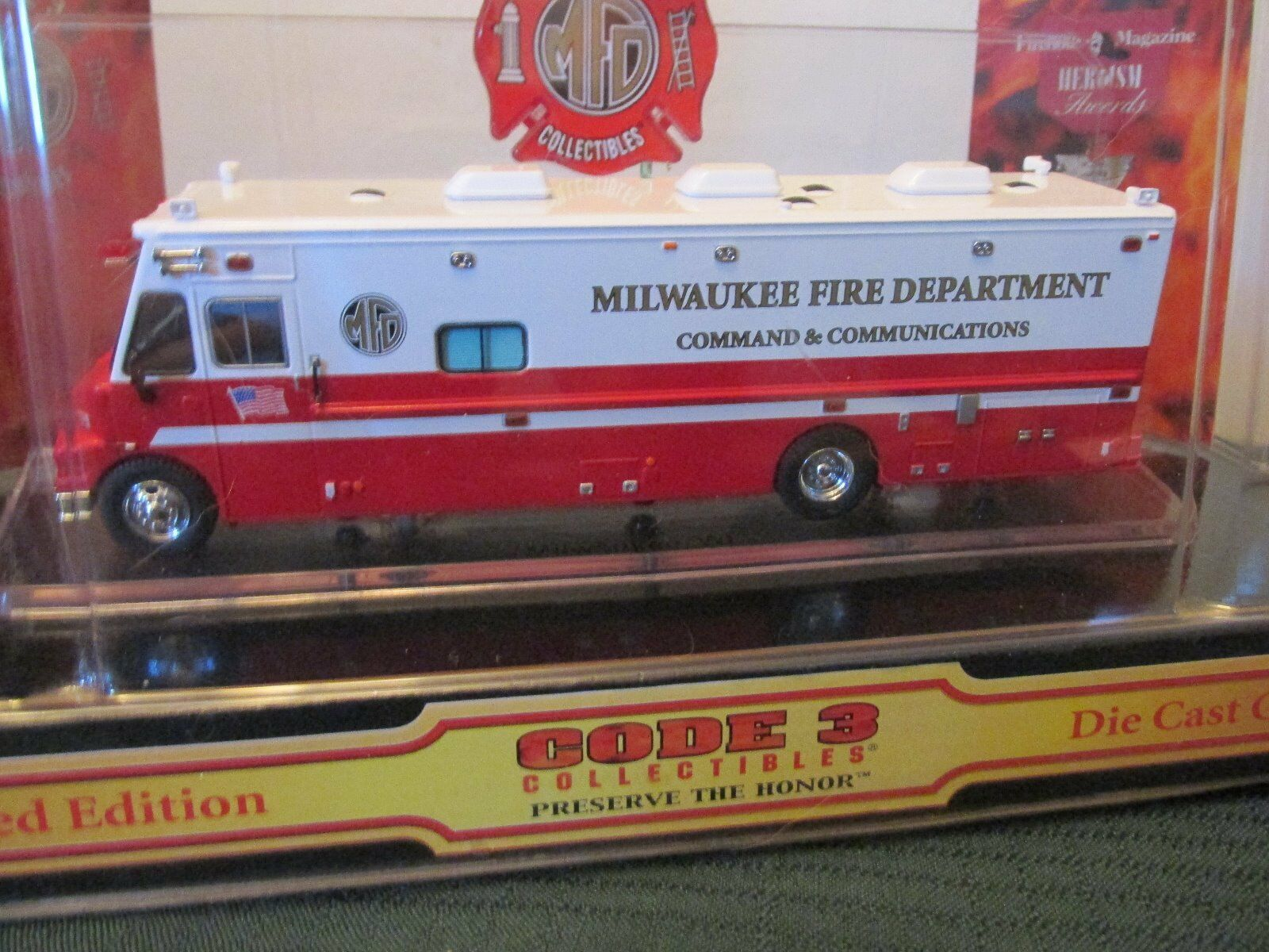 Code 3 Milwaukee, WI FD LDV Command Veh. 1:64    12531 59a8c1