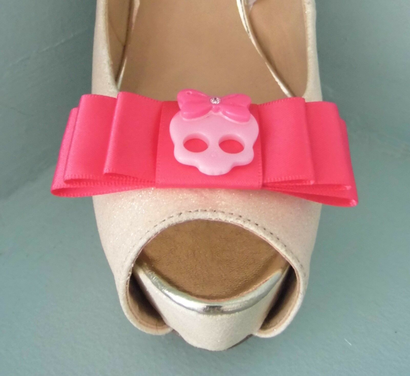 2 Quirky Cerise Pink Bow Shoe clips with Cute Pink Skull